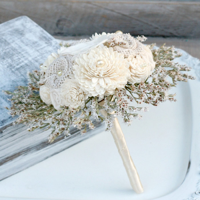 http://www.intimateweddings.com/wp-content/uploads/2015/06/white-bouquet-700x700.jpg