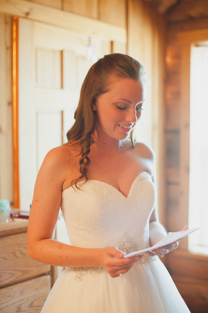 bride reading letter from her fiancé