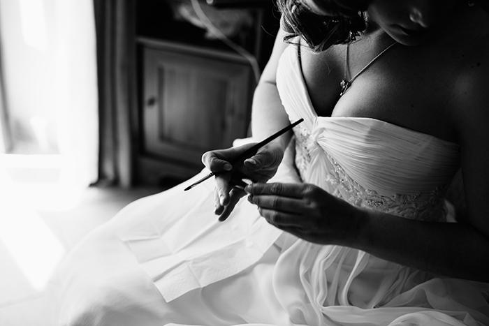 bride doing her make-up