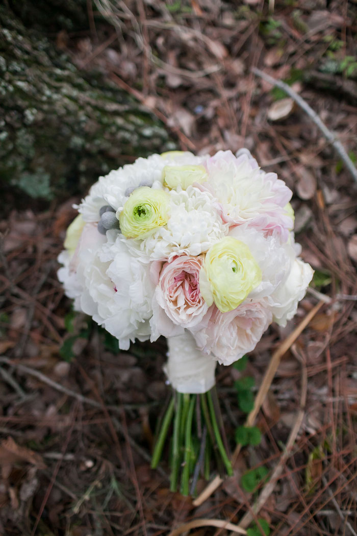 pale mixed flower wedding bouquet