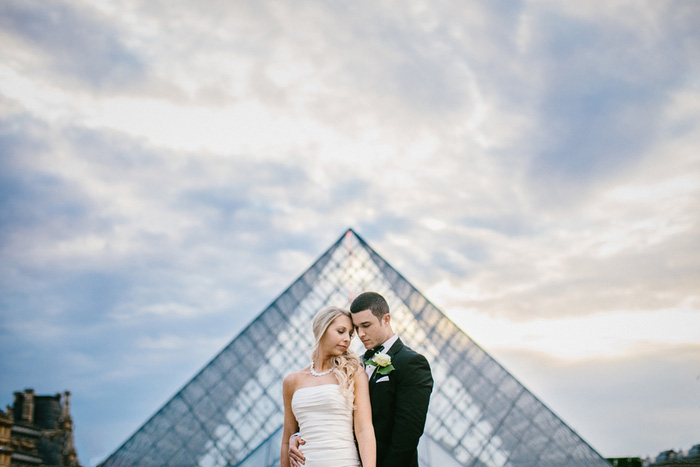 bride and groom in front of louvre
