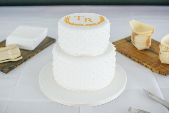 tow-tier wedding cake