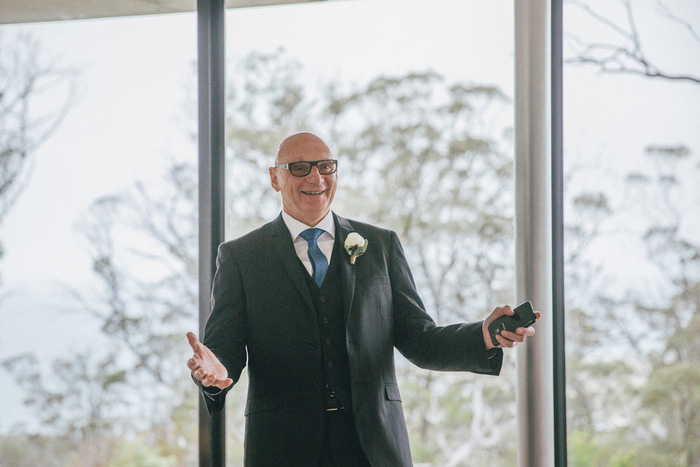 father of the bride seeing his daughter for first time
