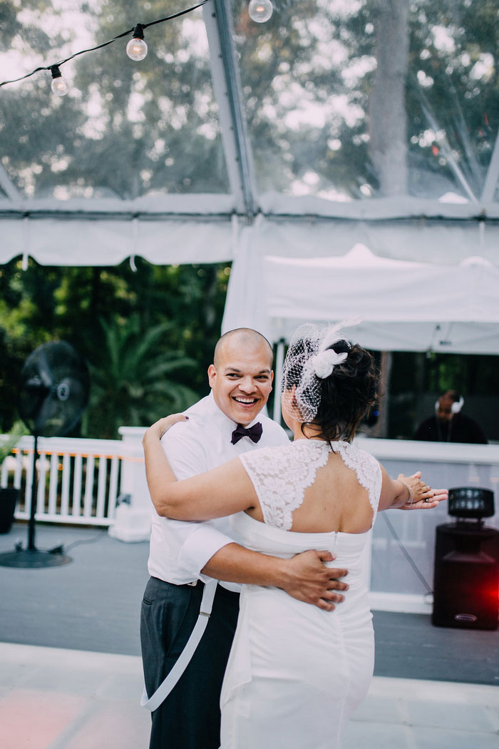 bride and groomfirst dance