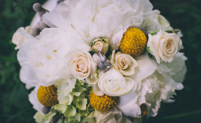 wedding rings in wedding bouquet