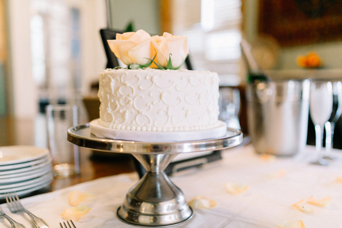 single tier wedding cake with fresh roses