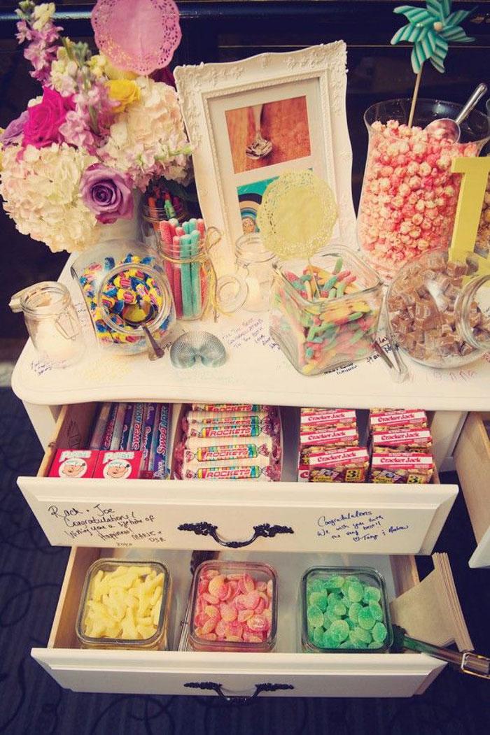 vintage dresser candy buffet - Buffet Retro Cuisine