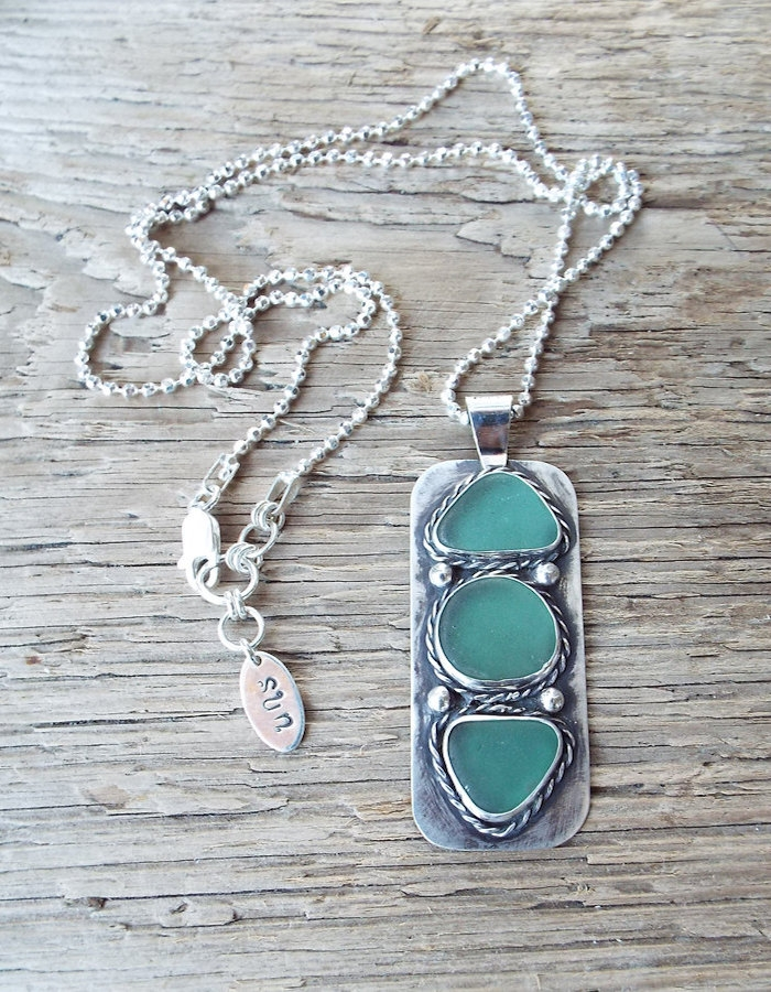 http://www.intimateweddings.com/wp-content/uploads/2015/08/charm-seaglass-700x900.jpg