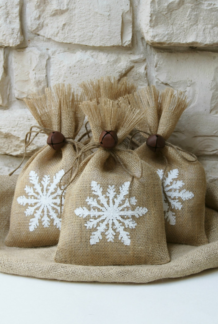 http://www.intimateweddings.com/wp-content/uploads/2015/10/Burlap-Gift-Bag-700x1040.jpg