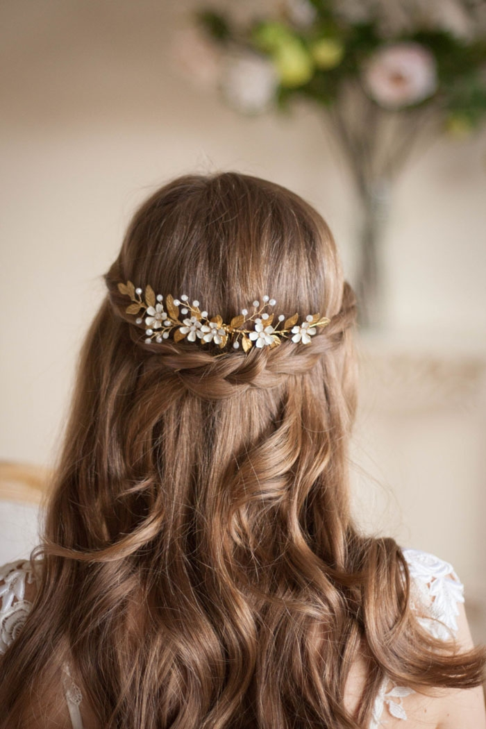 http://www.intimateweddings.com/wp-content/uploads/2015/10/Flower-Vine-Gold-700x1050.jpg