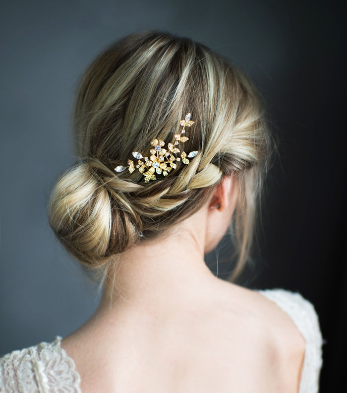 http://www.intimateweddings.com/wp-content/uploads/2015/10/Gold-Crystal-Comb-700x792.jpg