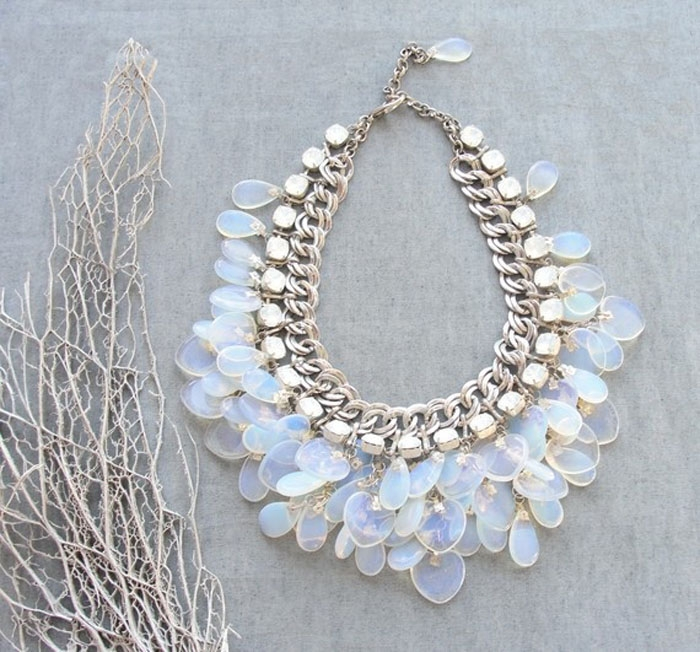 http://www.intimateweddings.com/wp-content/uploads/2015/10/Moonstone-Bridal-Necklace-700x652.jpg