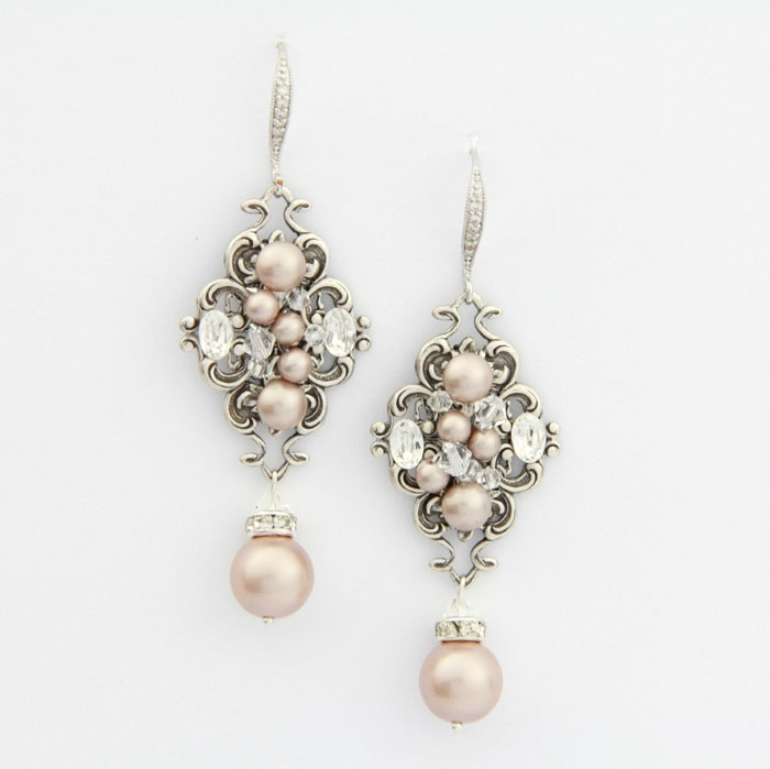 Pearl-Dangling-Earrings