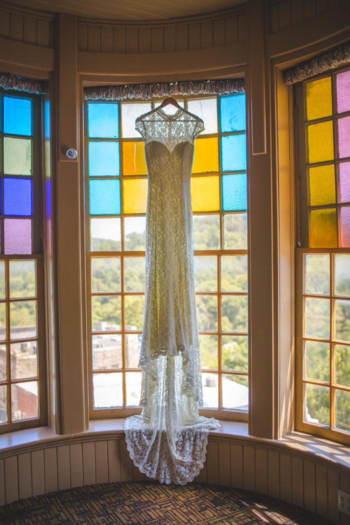 intimate-arkansas-wedding-thorncrown-chapel-Lenzi_and_Chris_10