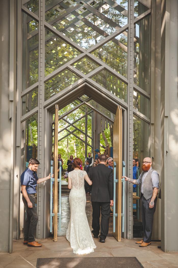 intimate-arkansas-wedding-thorncrown-chapel-Lenzi_and_Chris_35