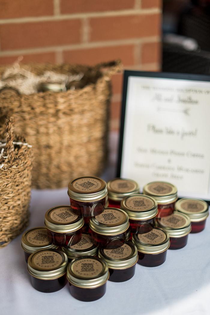 Chapel-Hill-NC-intimate-restaurant-wedding-jonathan-ali-0094