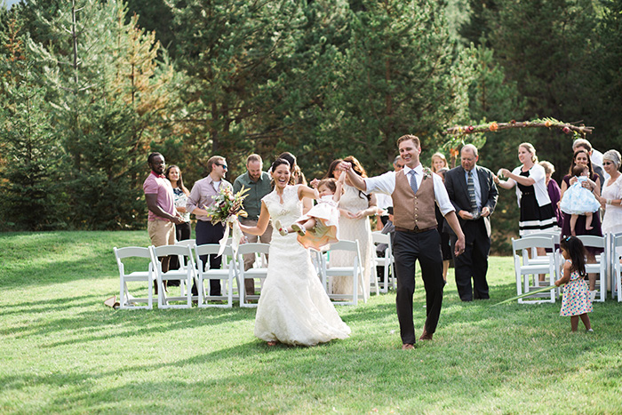 Mount-Hood-Oregon-backyard-wedding-Kristin-Gregory-11