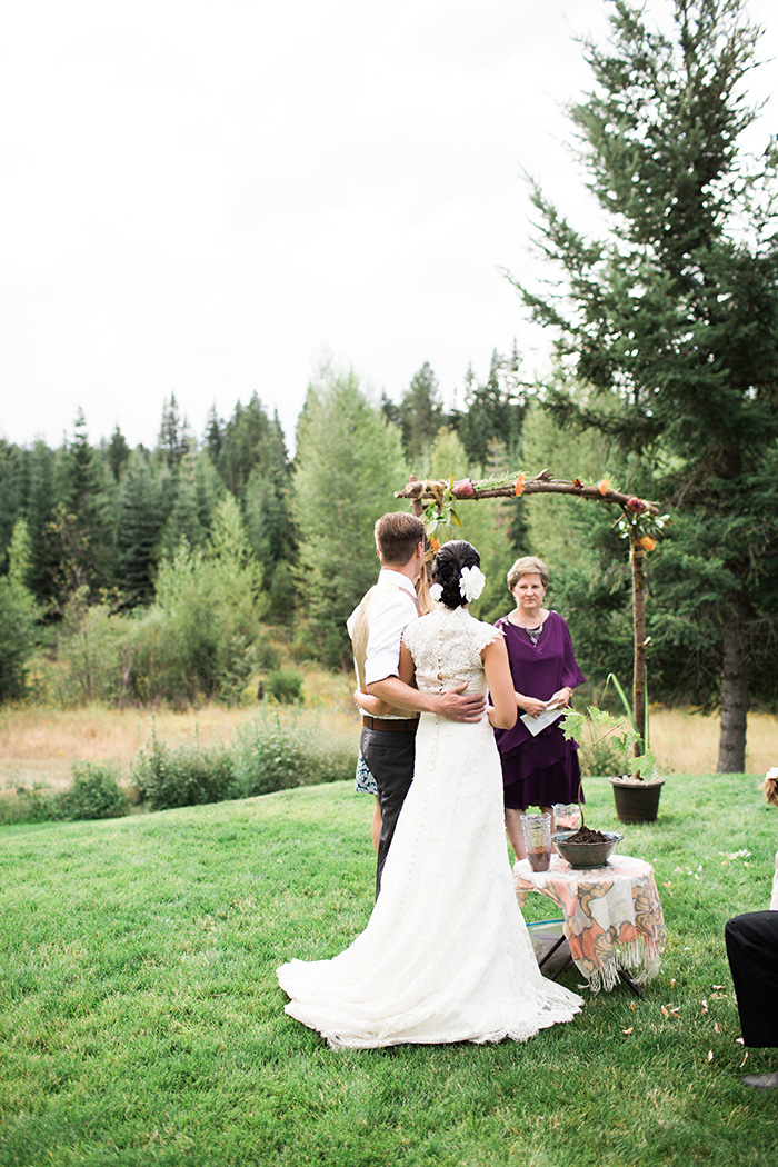 Mount-Hood-Oregon-backyard-wedding-Kristin-Gregory-15