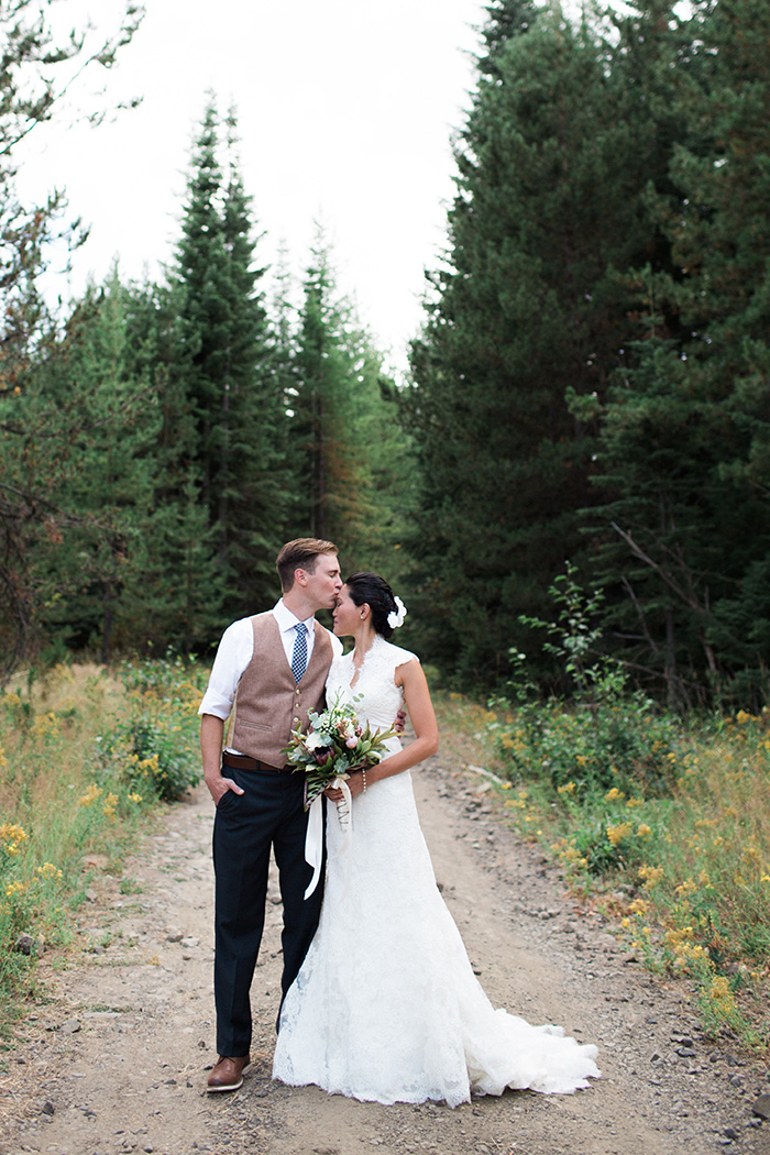 Mount-Hood-Oregon-backyard-wedding-Kristin-Gregory-32