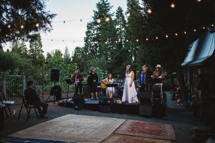 intimate-oregon-farm-wedding-amanda-eddie-85