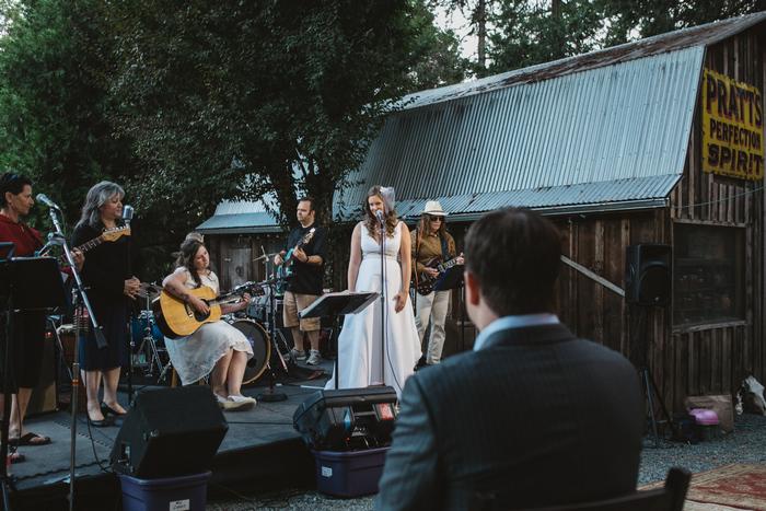 intimate-oregon-farm-wedding-amanda-eddie-86