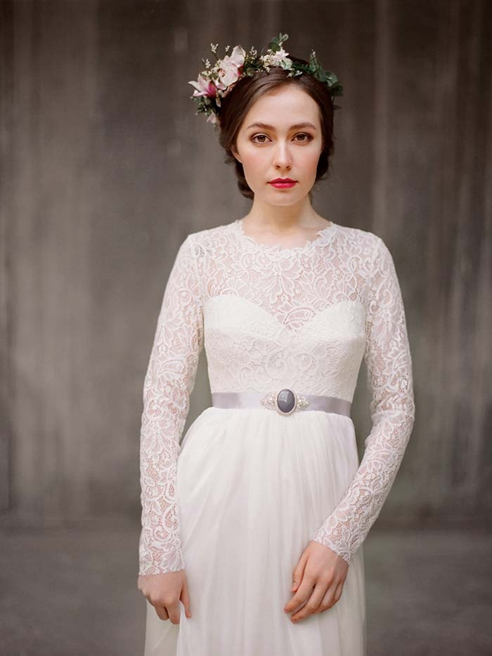 http://www.intimateweddings.com/wp-content/uploads/2015/12/Boho-Rustic-Wedding-Dress-700x934.jpg