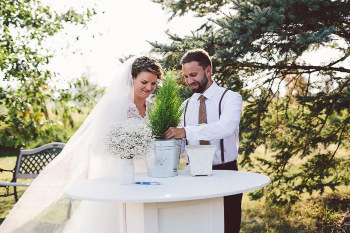 intimate-backyard-wedding-melodie-tim-40