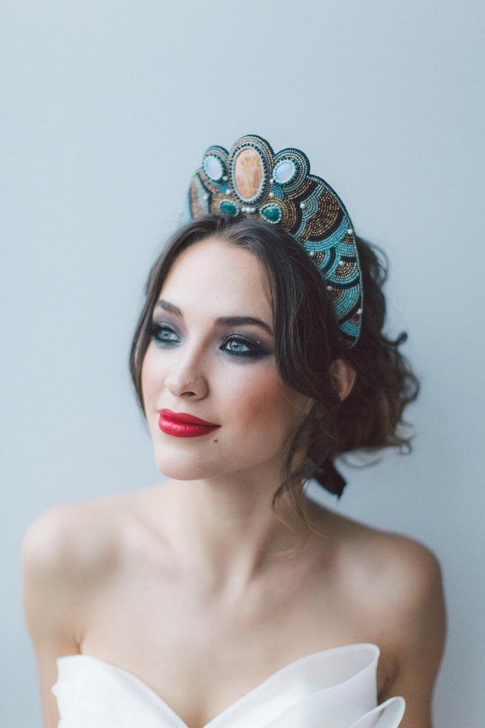 http://www.intimateweddings.com/wp-content/uploads/2016/02/Dramatic-Boho-Headpiece-700x1050.jpg