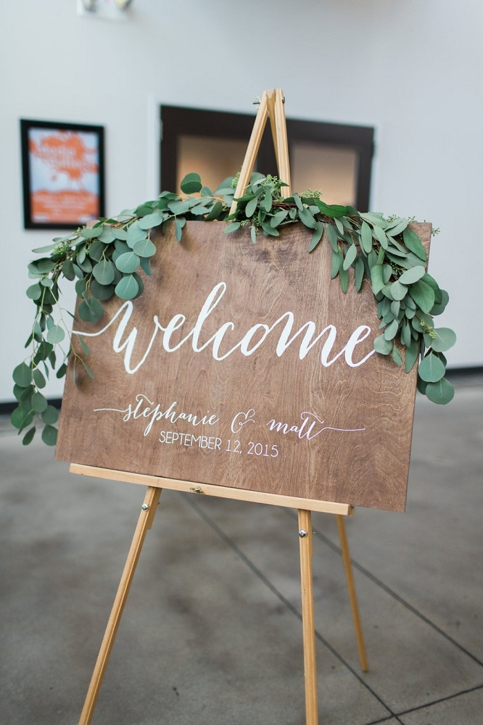 Rustic-Wedding-Welcome-Sign