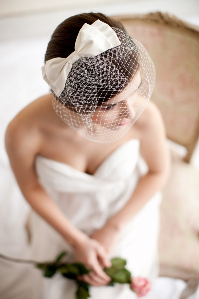 http://www.intimateweddings.com/wp-content/uploads/2016/03/bow-birdcage-veil-700x1050.jpg