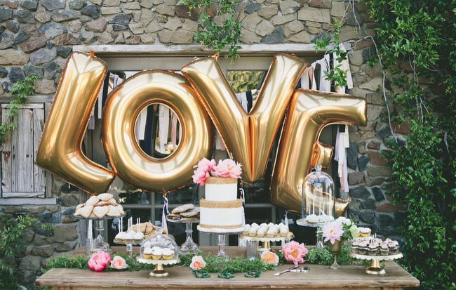 http://www.intimateweddings.com/wp-content/uploads/2016/03/gold-love-balloons.jpg