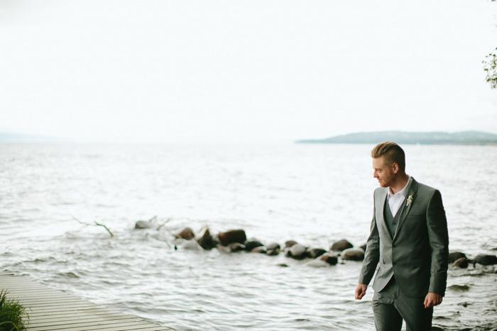 groom portrait onthe beach