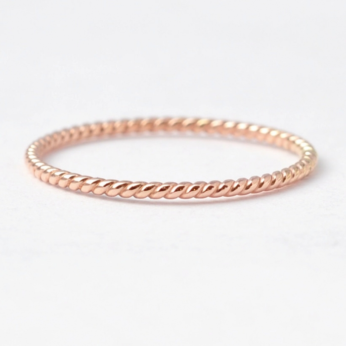 http://www.intimateweddings.com/wp-content/uploads/2016/03/rose-gold-band-2-700x700.jpg