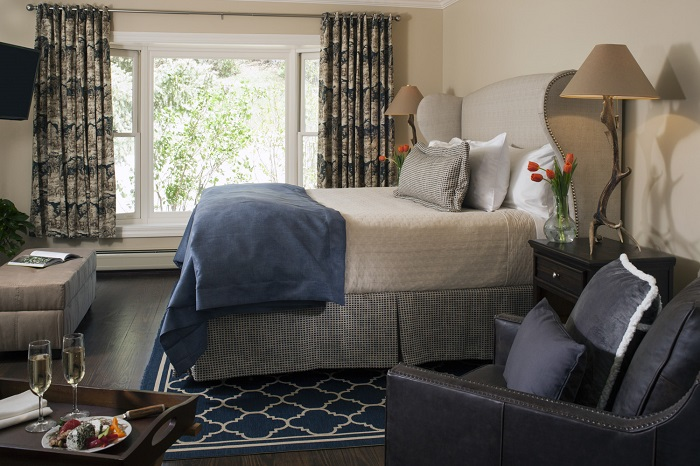 Antlers-on-the-Creek-Guest-Room