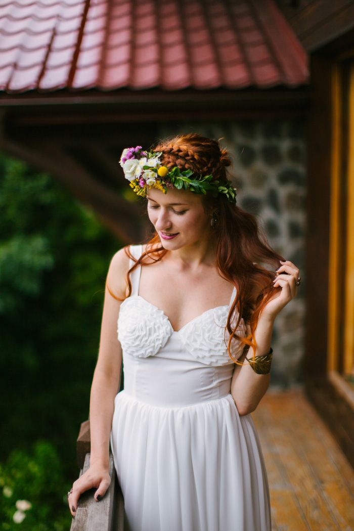 bride portrait on chalet balcony