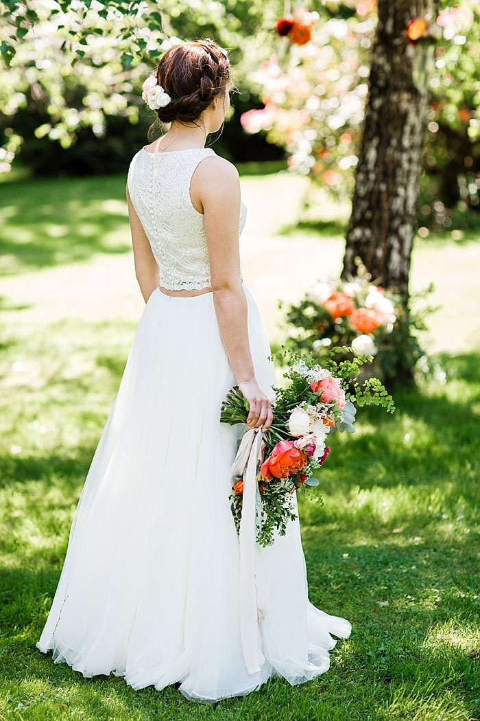 portrait of the bride from the back