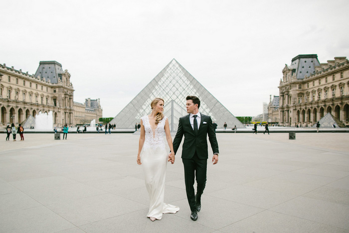bride and groom portrait at the Louvre