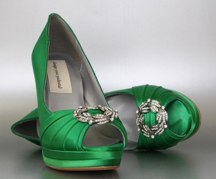 http://www.intimateweddings.com/wp-content/uploads/2016/08/emerald-heels-700x583.jpg