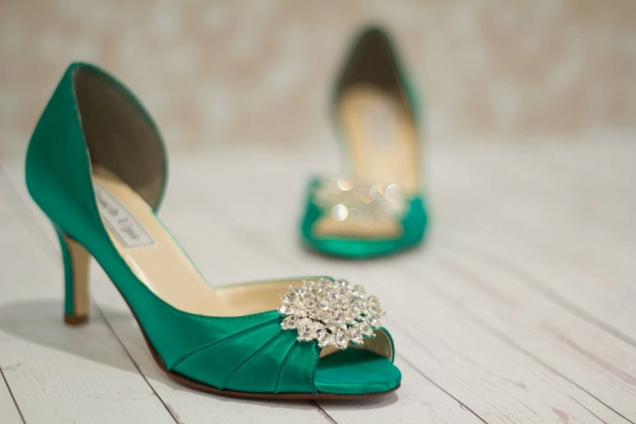 http://www.intimateweddings.com/wp-content/uploads/2016/08/emerald-shoes-700x467.jpg