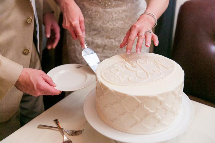 lifting cake slice
