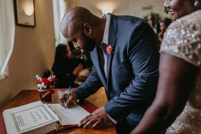 groom signing he marriage certificate