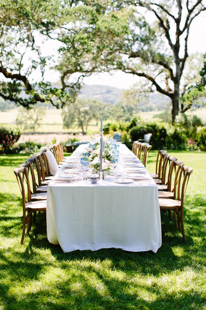 outdoor wedding reception table