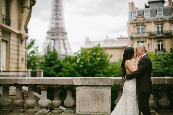 bride and groom portrait Paris