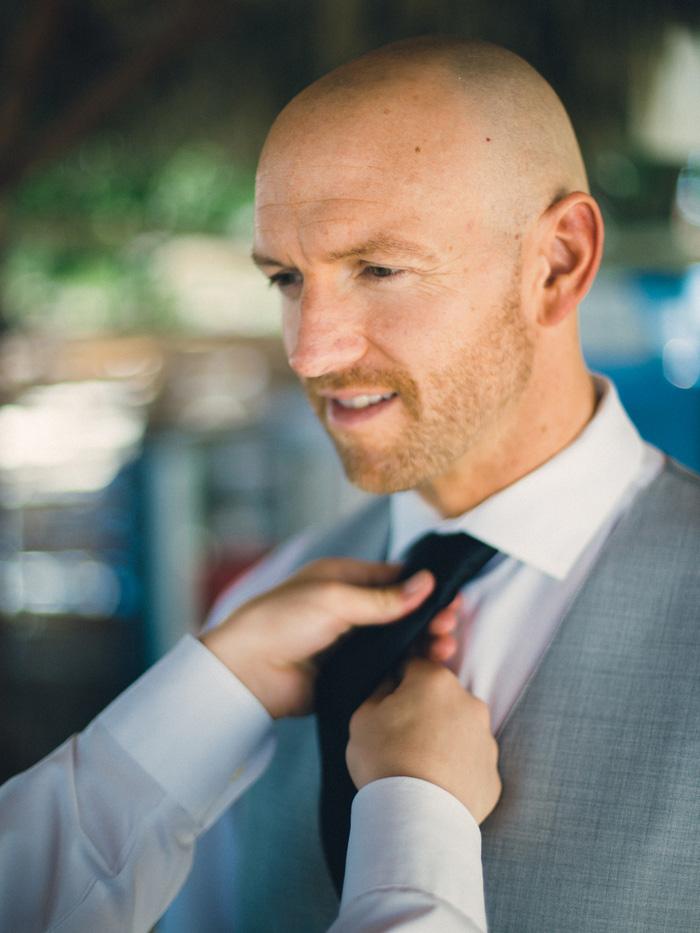 groom's tie bing adjusted
