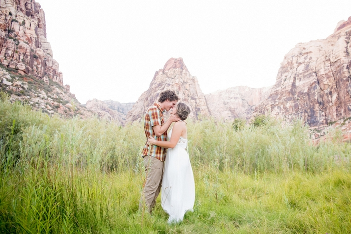 http://www.intimateweddings.com/wp-content/uploads/2016/10/Las-Vegas-elopement-Mckenzi-Matt-4136-700x467.jpg