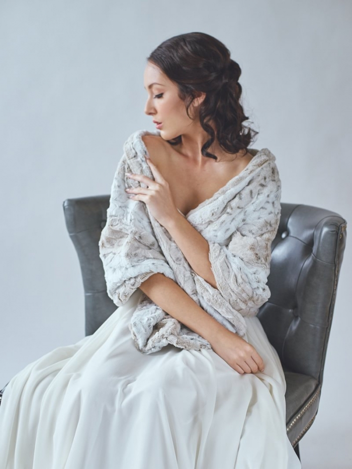 http://www.intimateweddings.com/wp-content/uploads/2016/10/fut-cape-shawl-700x934.jpg