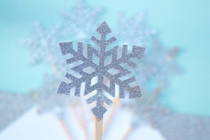 glitter-snowflake-cake-topper