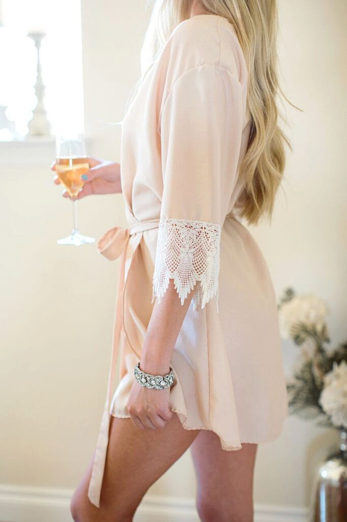 http://www.intimateweddings.com/wp-content/uploads/2016/12/robe.jpg