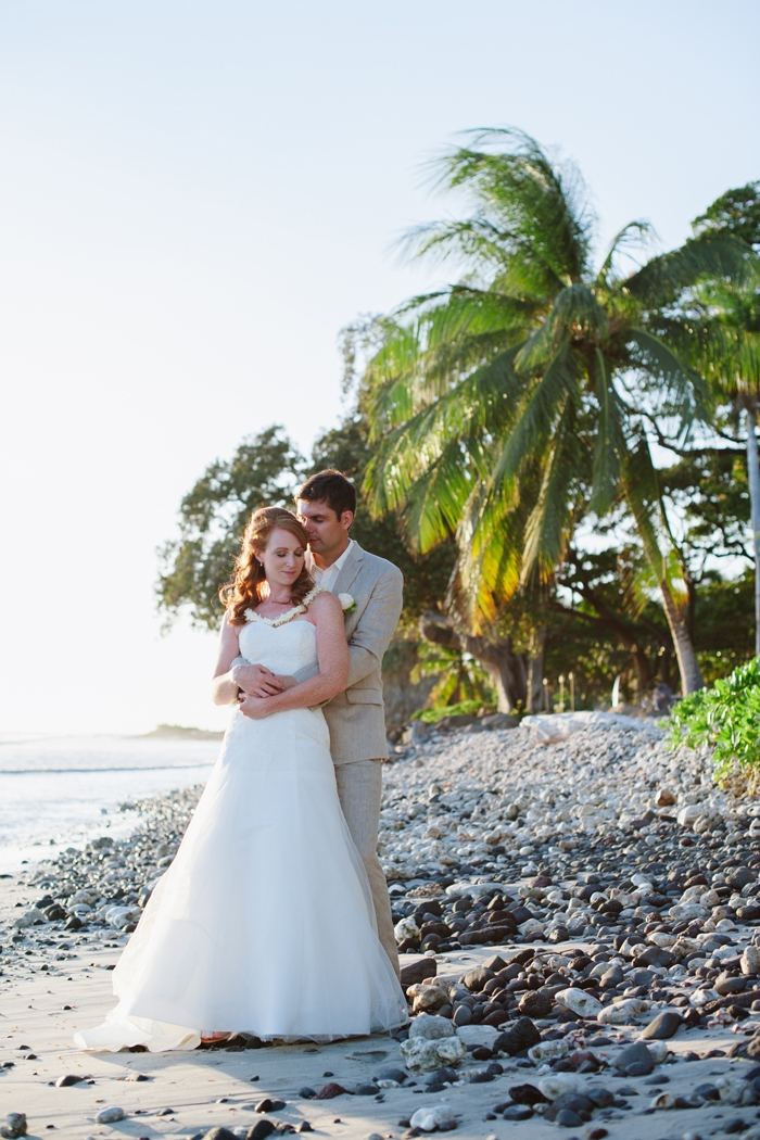 Bre and doug 39 s intimate beach wedding in maui intimate for Best small wedding destinations