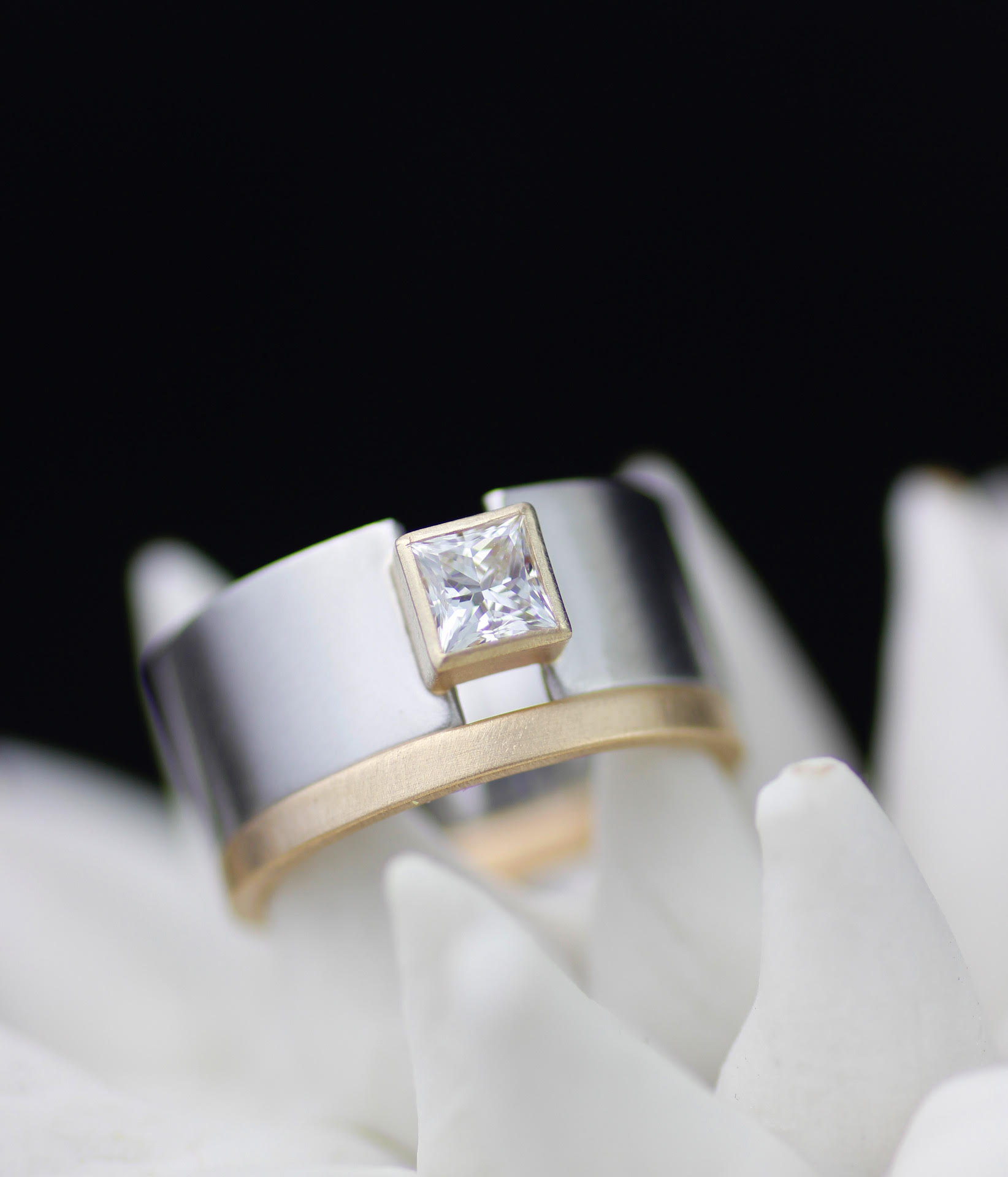 lolide-faceted-wedding-ring-2